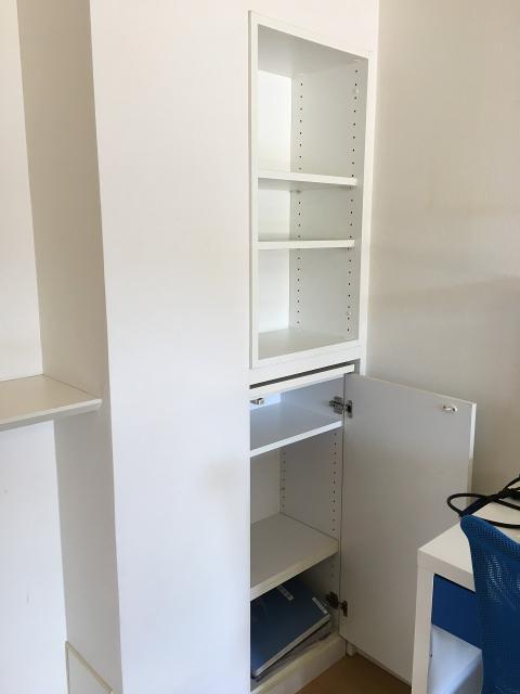 キッチンカウンターのダイニング側にも便利な収納がございます。